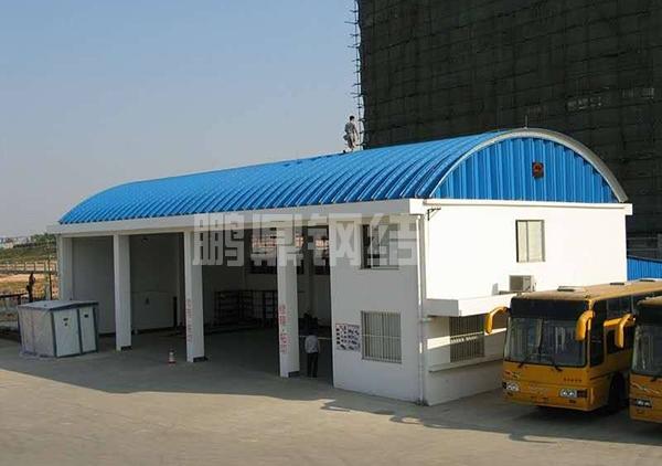公交车维修拱形屋顶